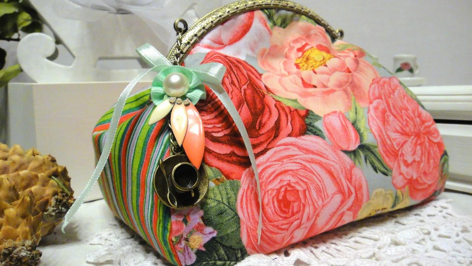 """Косметичка в розах """"Чаепитие в розвоом саду"""" - подарок девушке"""