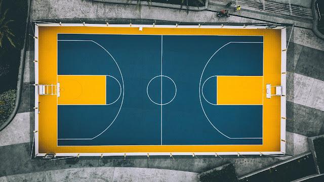 Un patio de recreo está monopolizado por el fútbol. Nuetro alumnado ya no juega...