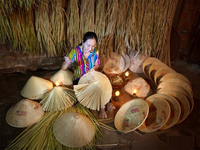 Top night market in Vietnam makes conical hats 6
