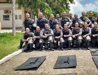 Policiais são treinados para atuar em operações de choque na Paraíba