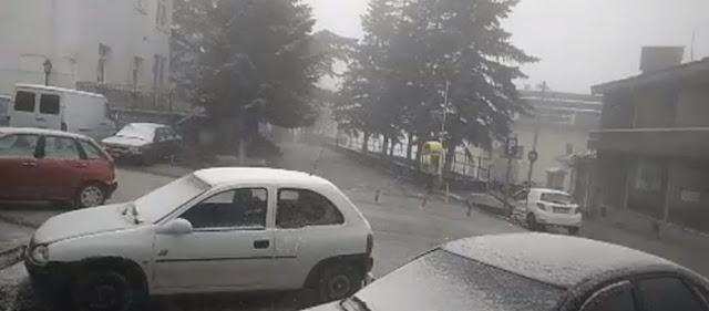 Δεν έχει ξαναγίνει:  Xιονίζει Ιούνιο μήνα στη Λάρισα