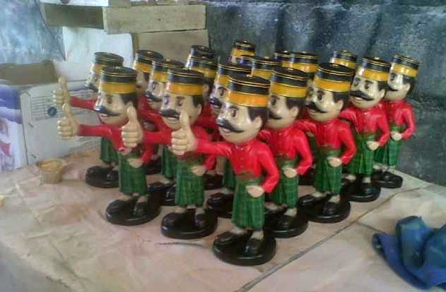 patung kartun maskot
