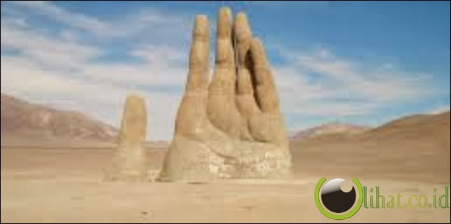 Hand Of The Desert, Chili