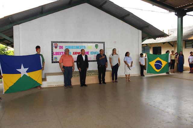 Deputado Chrisostomo participa de hora cívica com alunos da escola Orlando Freire em Porto Velho
