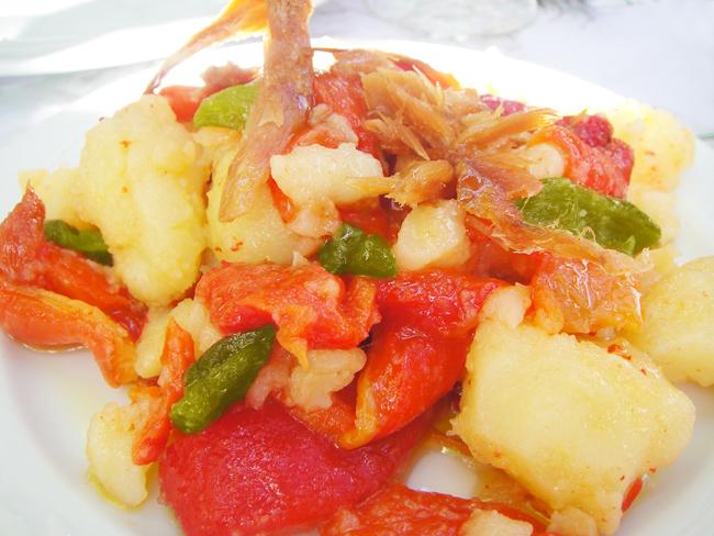 Ensalada de pescado seco de Formentera o amanida pagesa