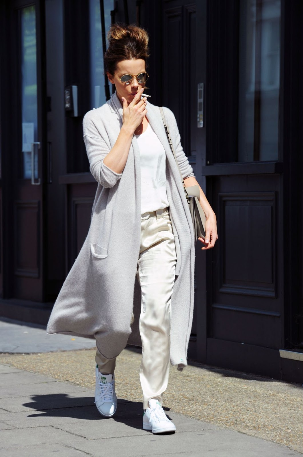 Kate Beckinsale Smoking during Shopping at Notting Hill in London