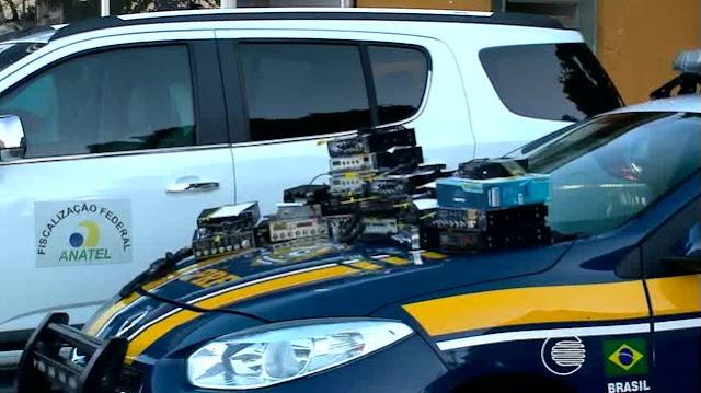 PRF flagra caminhoneiros com rádios clandestinos, na BR - 364 em RO