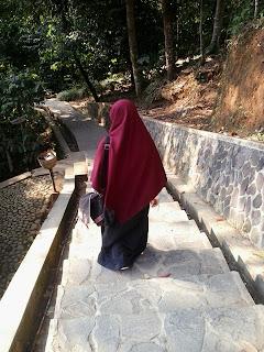 Tips Tetap Terlihat Anggun Walau Berjilbab Syar'i