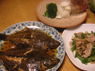 カレイの煮つけ 豚バラ塩炒め かぶの塩もみとニラおひたし