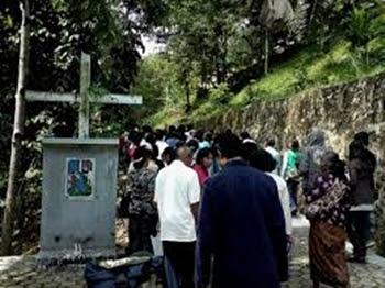 Jalan Salib di Gua Maria Padang Bulan