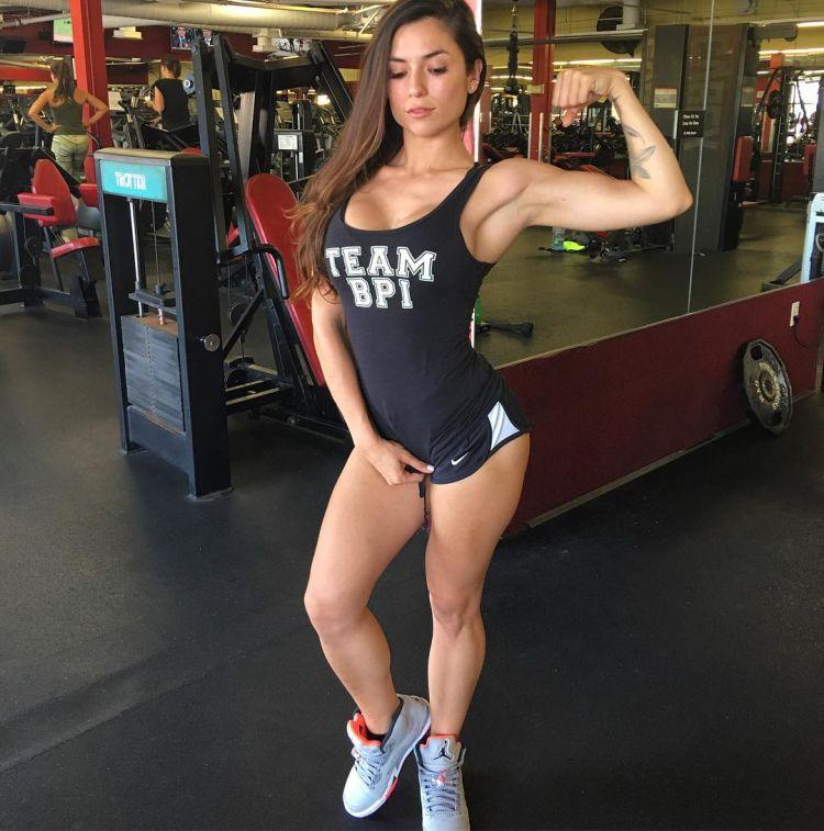 Luciana Alegre Fitness Model 2