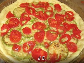 закрытая пицца с курицей и кабачком