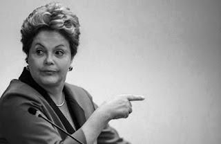 """El directorio del Partido Movimiento Democrático Brasileño (PMDB) decidió por aclamación """"la inmediata salida del gobierno con entrega inmediata de cargos"""", proclamó el senador Romero Jucá, que presidió la reunión de menos de tres minutos en Brasilia."""