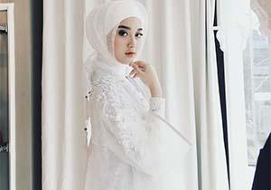 Esta Pramanita Pakai Hijab