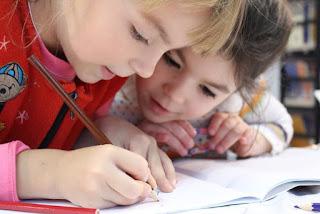 Memasuki Sekolah Dasar Pada Waktunya Sangat Penting Bagi Perkembangan Anak