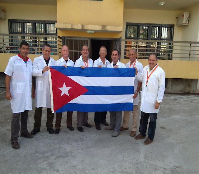 Doctores cubanos han atendido a miles en Oaxaca, llevan 20 días trabajando sin descansar.