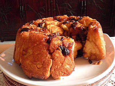 Fruited Pull Apart Bread Recipe @ treatntrick.blogspot.com