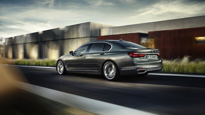 Wallpaper 2: BMW 7 Series