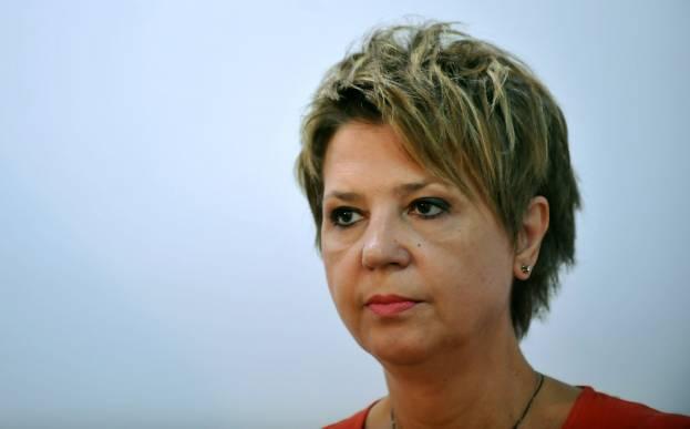Η Γεροβασίλη στεναχωριέται που έχασε έναν πιστό σε εκείνη υβριστή των πολιτικών της αντιπάλων