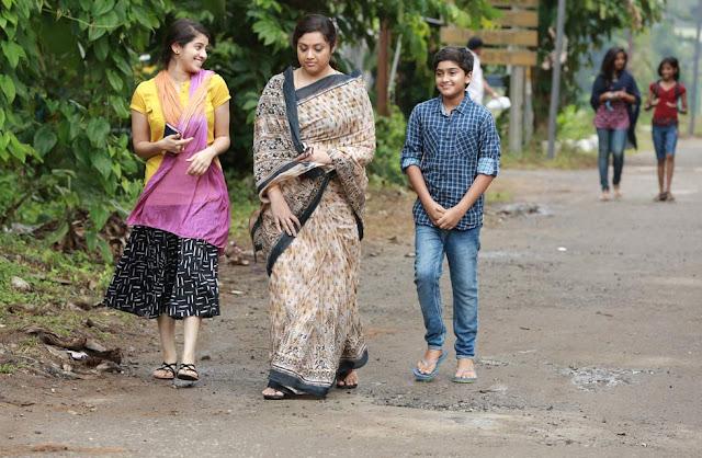 Malayalam actress Meena saree stills