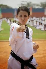 Tya Ariestya mempelajari Taekwondo