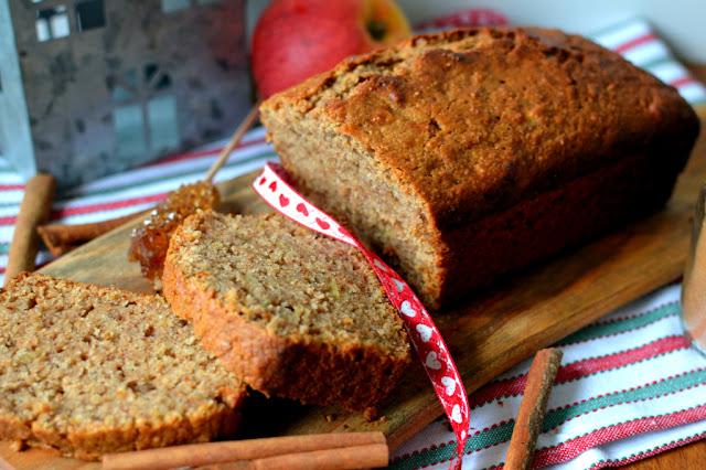 ciasto%2Bpiernikowe%2Bz%2Bjab%25C5%2582kami Ciasto piernikowe z jabłkami