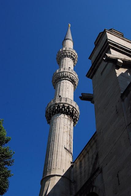 un des six minarets