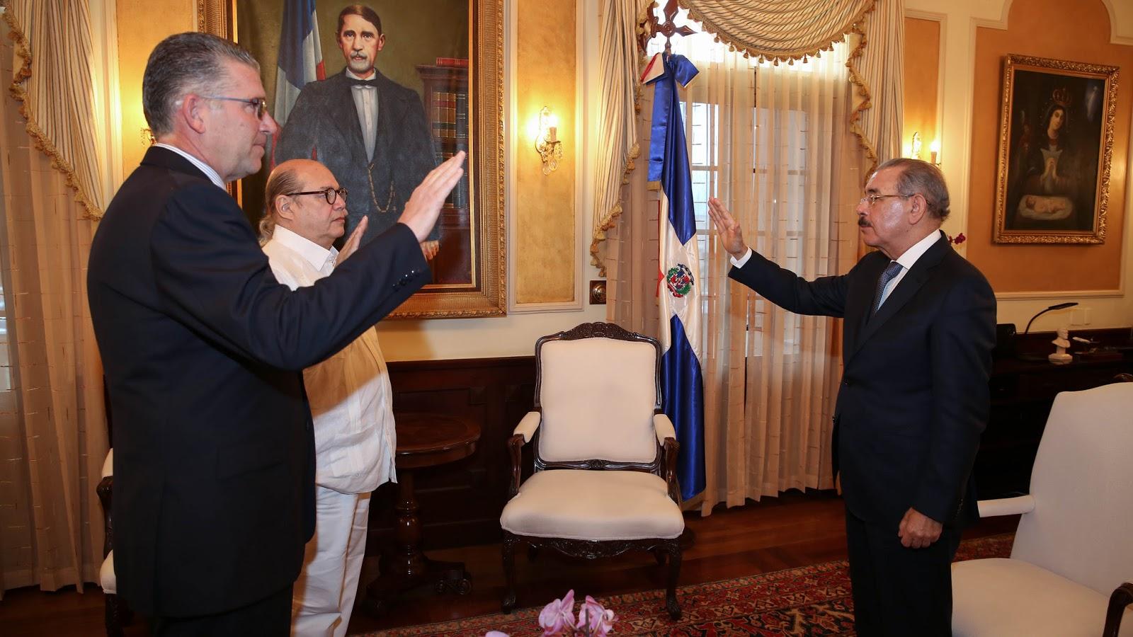 VIDEO: Presidente Danilo Medina juramenta a Víctor Víctor y Eric Rivero