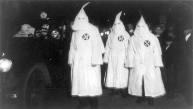 Ku Klux Klan Virgina 1922 Parade - As 10 coisas mais terríveis e azaradas que aconteceram na sexta-feira 13