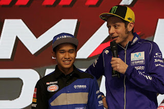 Valentino Rossi Beri Tips Gaya Balap ke Galang Hendra