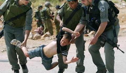 اعتقال 2320 طفلا فلسطينيا من قبل جيش الاحتلال الإسرائيلي منذ أكتوبر الماضي