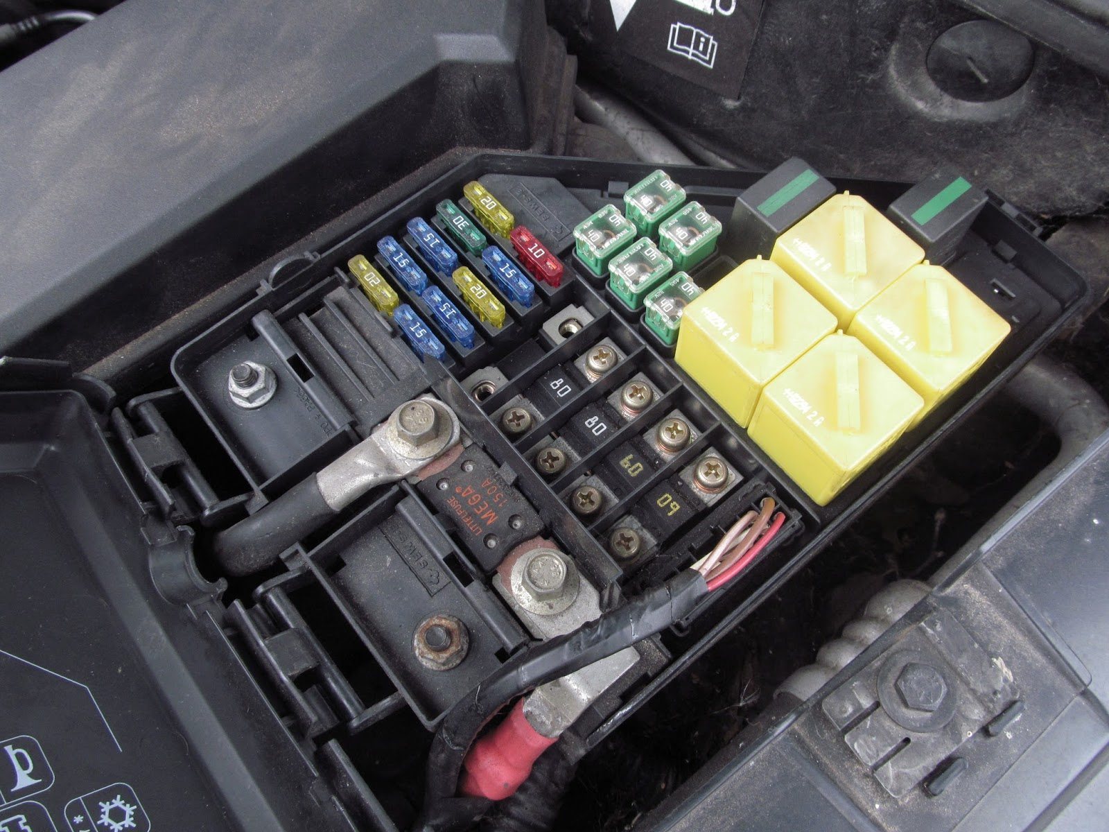 Land Rover Freelander Under Bonnet Fuse And Relay Box E