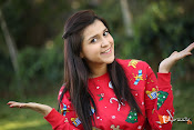 Mannara Chopra Sizzling Stills-thumbnail-4