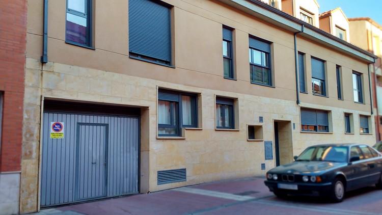 proyecto edificio viviendas fachada calle zona norte