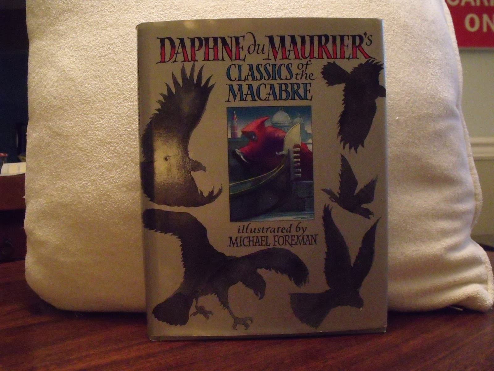 the birds short story by daphne du murrier an alternate ending The opening line to daphne du maurier's most famous novel, rebecca is  o' hara and his 1963 film, the birds, was also based on a du maurier short story   despite the fact that the film is fairly true to du maurier's original, there are  the  ending of the book, therefore, is much darker than that of the film.
