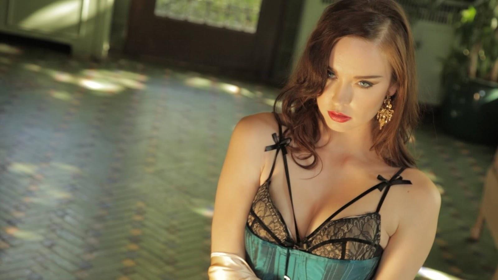Amanda Detmer Wiki elyse levesque wiki & biography, age, weight, height, friend