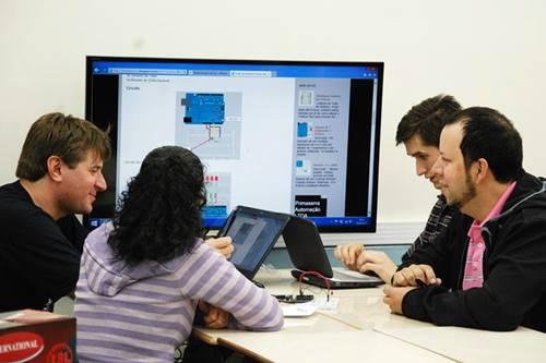 Microsoft oferece capacitação em TI para estudantes