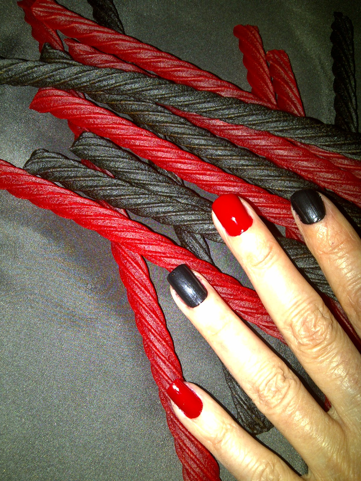 Red And Black Living Room Decorating Ideas: Shine Beauty Beacon: Red & Black Licorice Twist Mani