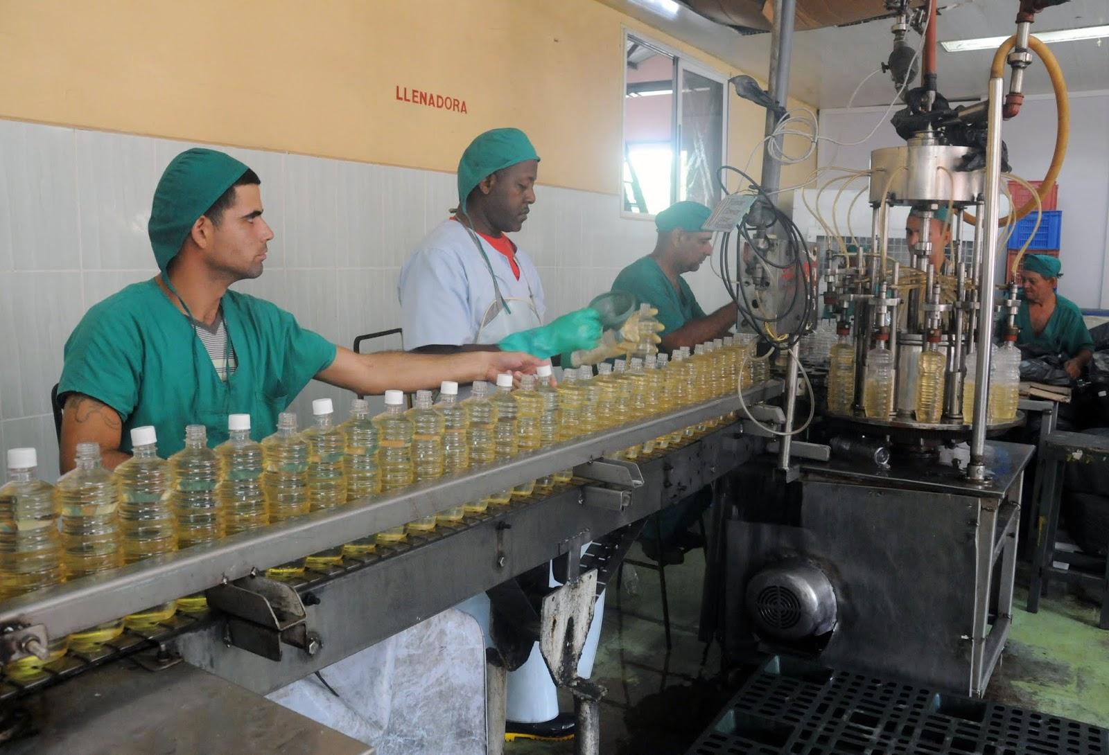 Empresa camagüeyana de vinagre y vino seco sobrecumple producción mercantil