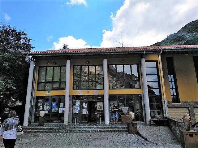 Centro de Interpretacion del Parque de Somiedo en Pola de Somiedo