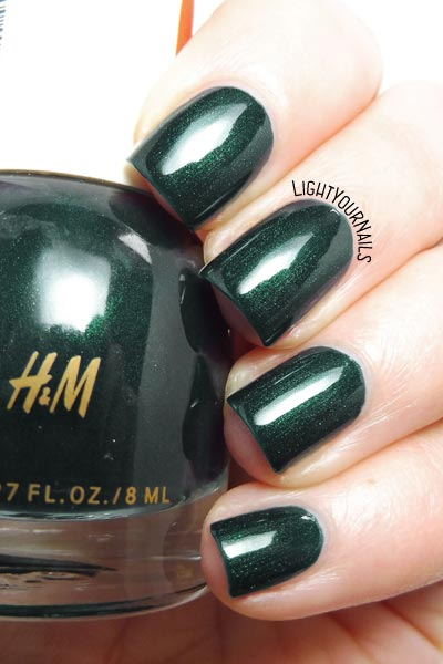 Smalto verde scuro H&M Scarab dark forest green shimmery nail polish swatch #hm #nails #unghie #lightyournails