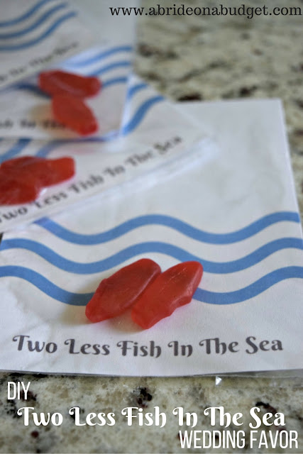 This DIY Two Less Fish In The Sea treat is a tasty -- and simple -- wedding favor idea from www.abrideonabudget.com. Plus, it comes with a FREE printable so you can make it too!