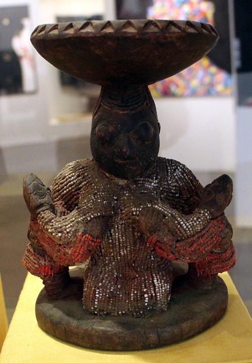 Iemanjá amamentando os Ibejis, representação do início do século XX, Museu Afro Brasil.