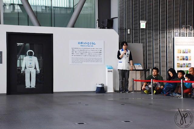 humanoid robot demo space