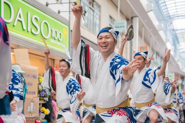 高円寺PAL商店街、阿波踊り、天狗連の流し踊りの写真