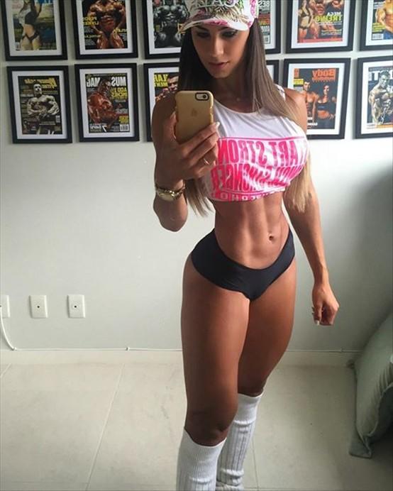Fitness girl Carol Saraiva