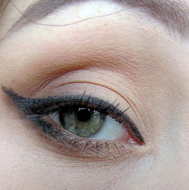Jeden makijaż - trzy oblicza. Szybka zmiana makijażu dziennego w wieczorowy