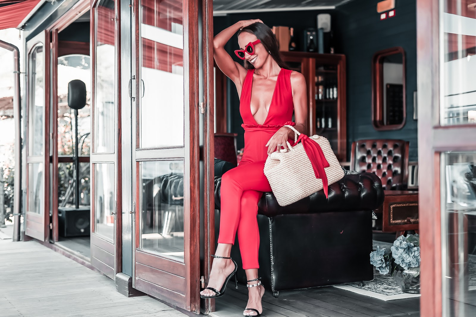come indossare borsa di paglia