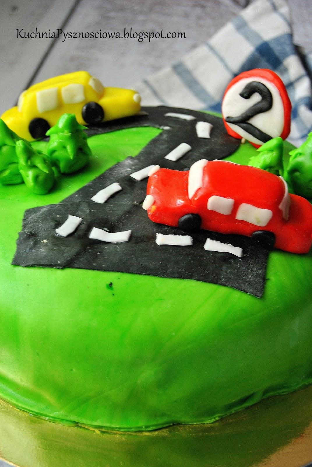 Torty z samochodami dla młodego miłośnika aut
