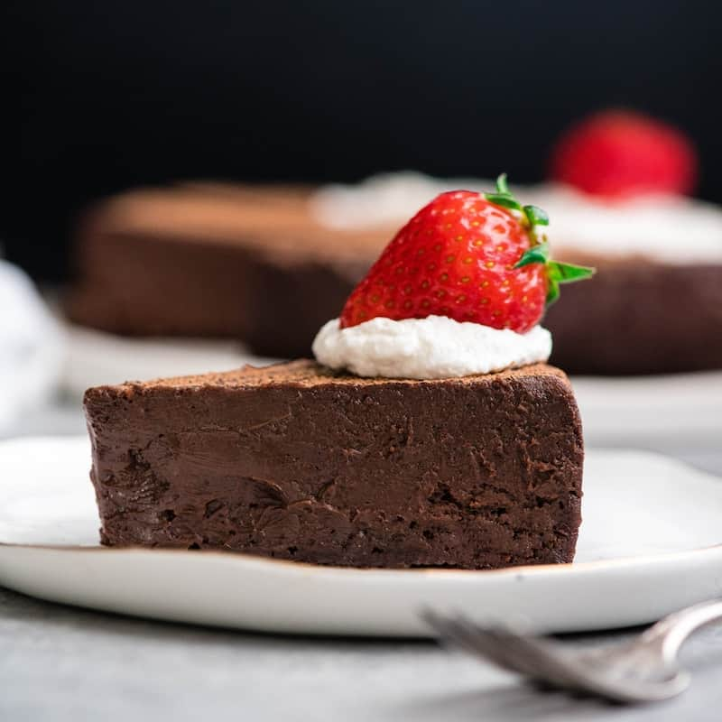 BEST FLOURLESS CHOCOLATE CAKE RECIPE (GLUTEN-FREE) #bestflourless #chocolate #chocolatecake #cakerecipes #cake #glutenfree #dessert #dessertrecipes
